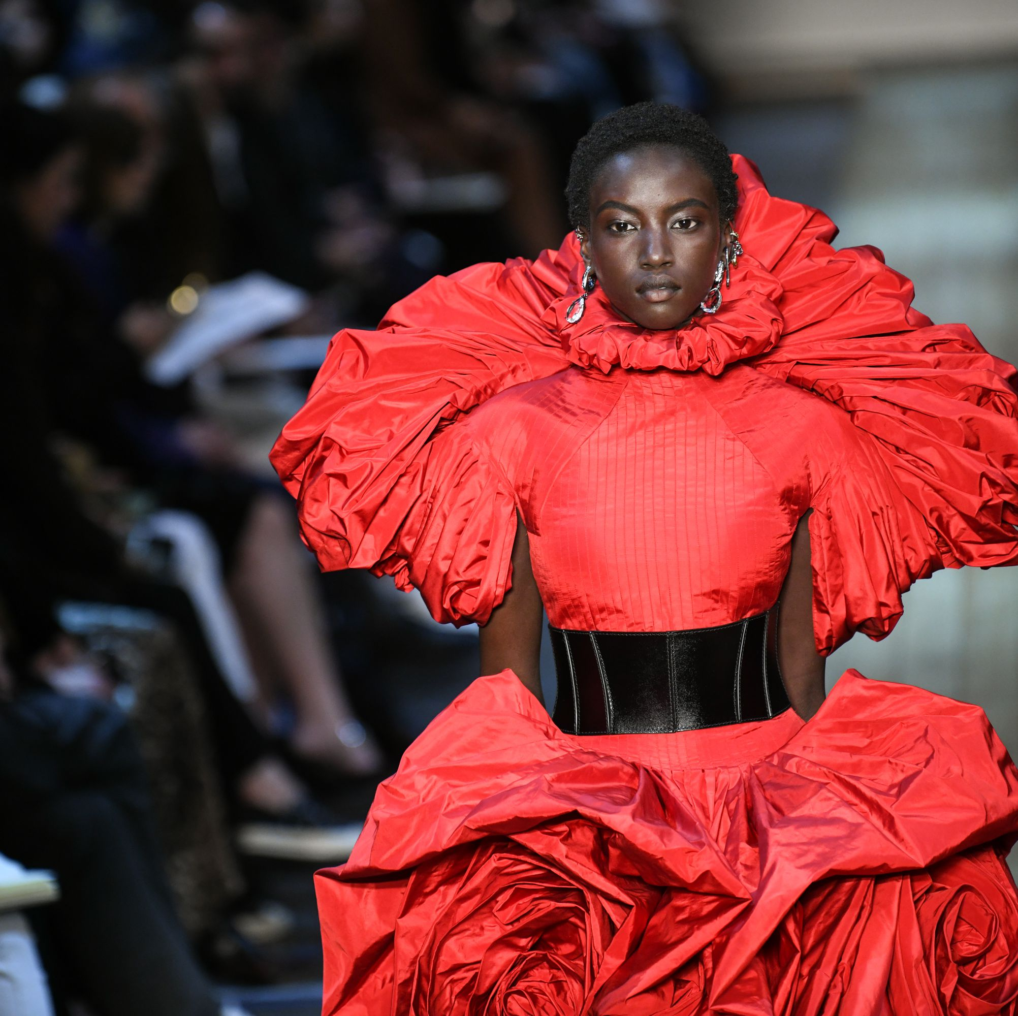 Alexander McQueen : Runway - Paris Fashion Week Womenswear Fall/Winter 2019/2020